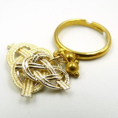 水引細工 揺れるリング 指輪 白×ゴールド 淡路結び